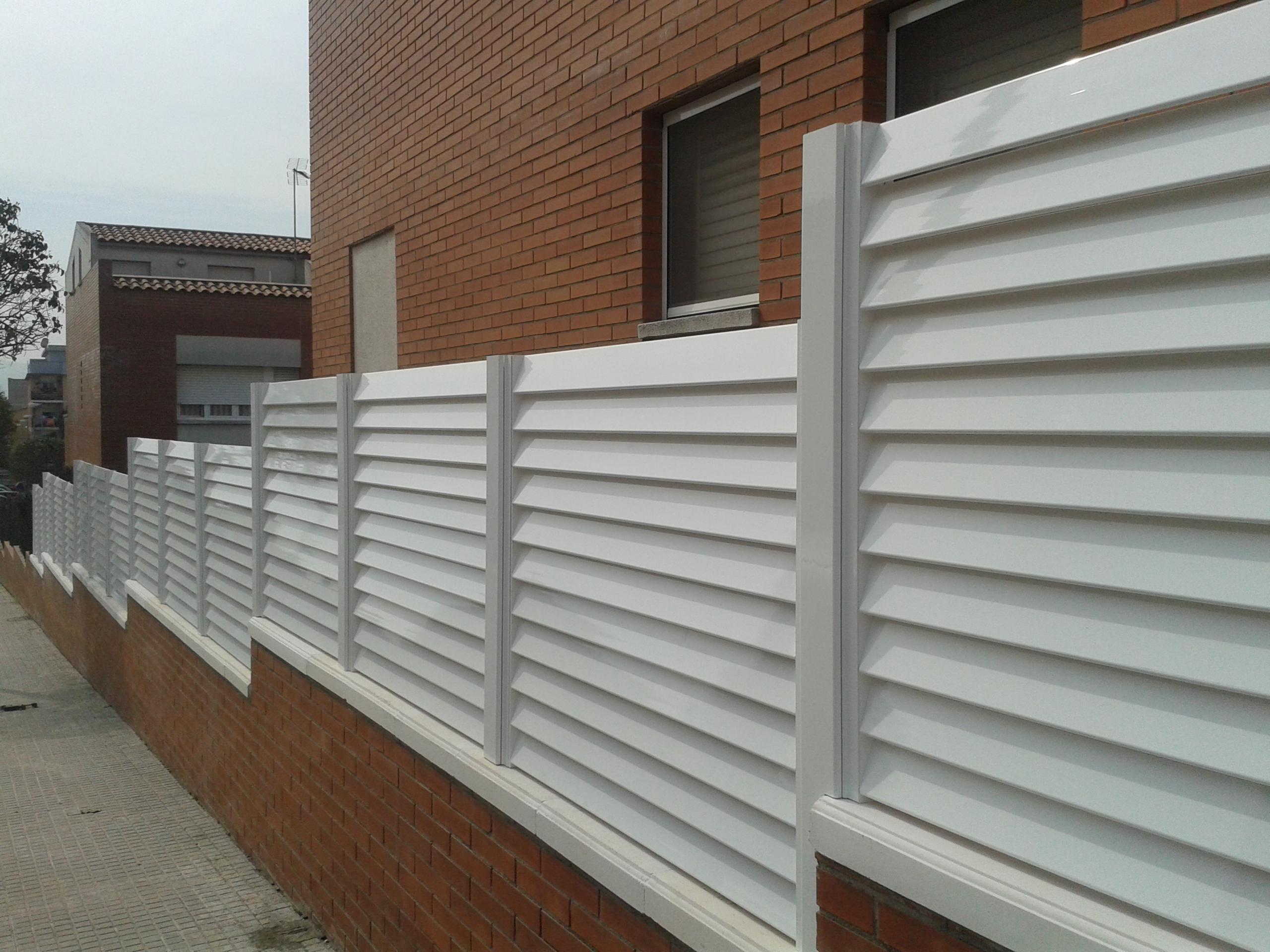 Jard n vallas y puertas cristaler a y aluminio r b r - Vallas para chalets ...